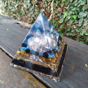 Pirâmide Orgonite 10x10 - Intuição, Prosperidade e Proteção