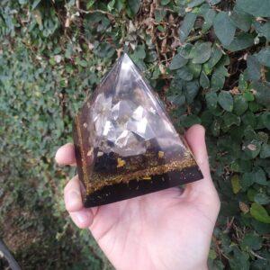 Pirâmide Orgonite 10x10 - Proteção e Prosperidade